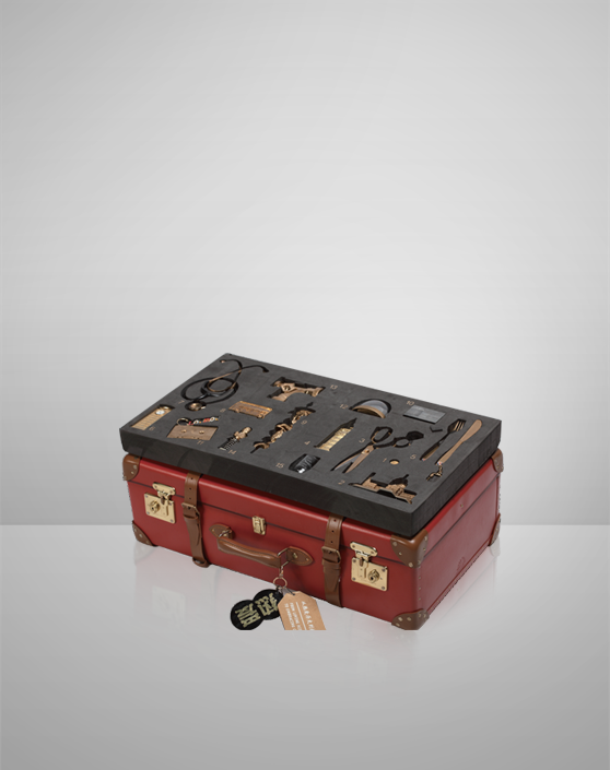 """""""London Loves Its History"""" Suitcase"""